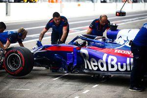 Brendon Hartley, Toro Rosso STR13, rentre au garage