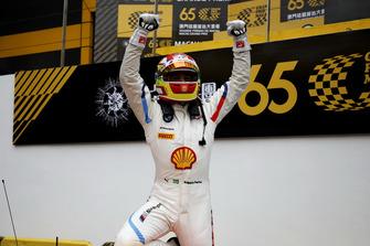 Race winner #42 BMW Team Schnitzer BMW M6 GT3: Augusto Farfus