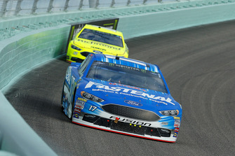 Ricky Stenhouse Jr., Roush Fenway Racing, Ford Fusion Fastenal e Ryan Blaney, Team Penske, Ford Fusion Menards/Richmond