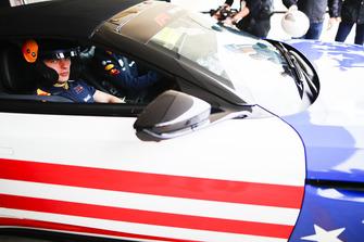 Max Verstappen, Red Bull Racing, en el Hot Laps Aston Martin.