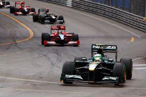 Heikki Kovalainen, Lotus T127 Cosworth, Timo Glock, Virgin VR-01 Cosworth, Jarno Trulli, Lotus T127 Cosworth, Lucas di Grassi, Virgin VR-01 Cosworth, et Karun Chandhok, HRT F1 F110-02