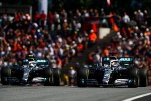 Lewis Hamilton, Mercedes AMG F1 W10 et Valtteri Bottas, Mercedes AMG W10