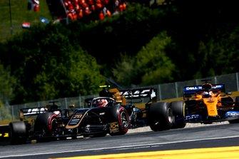 Kevin Magnussen, Haas F1 Team VF-19, precede Carlos Sainz Jr., McLaren MCL34, e Romain Grosjean, Haas F1 Team VF-19