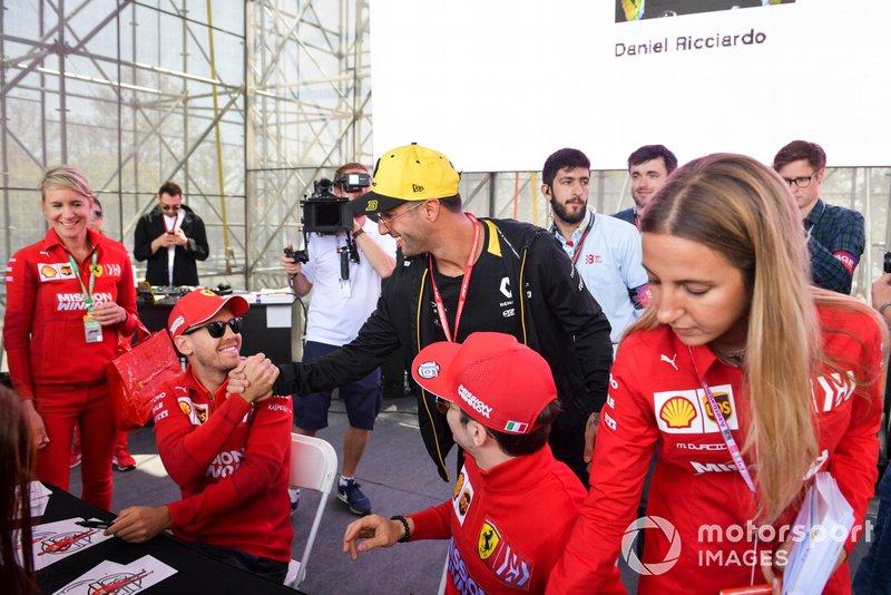 Daniel Ricciardo, Renault, Sebastian Vettel, Ferrari e Charles Leclerc, Ferrari, alla sessione autografi