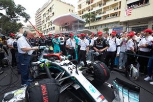 Mechanics on the grid with the car of Lewis Hamilton, Mercedes AMG F1 W10