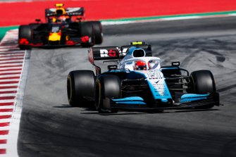 Robert Kubica, Williams FW42, leads Pierre Gasly, Red Bull Racing RB15