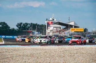 Start action, Ma Qing Hua, Team Mulsanne Alfa Romeo Giulietta TCR, Nicky Catsburg, BRC Hyundai N LUKOIL Racing Team Hyundai i30 N TCR