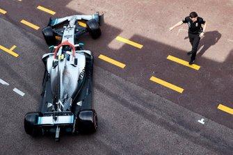 Valtteri Bottas, Mercedes AMG W10, leaves the garage