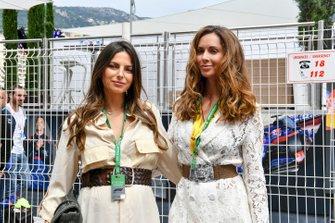 Kelly Piquet, en Egle Ruskyte, vriendin van Nico Hulkenberg, Renault F1 Team