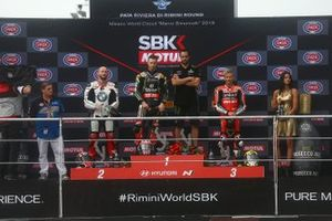 Podium: race 1 winnaar Jonathan Rea, Kawasaki Racing Team, tweede Tom Sykes, BMW Motorrad WorldSBK Team, derde Alvaro Bautista, Aruba.it Racing-Ducati Team