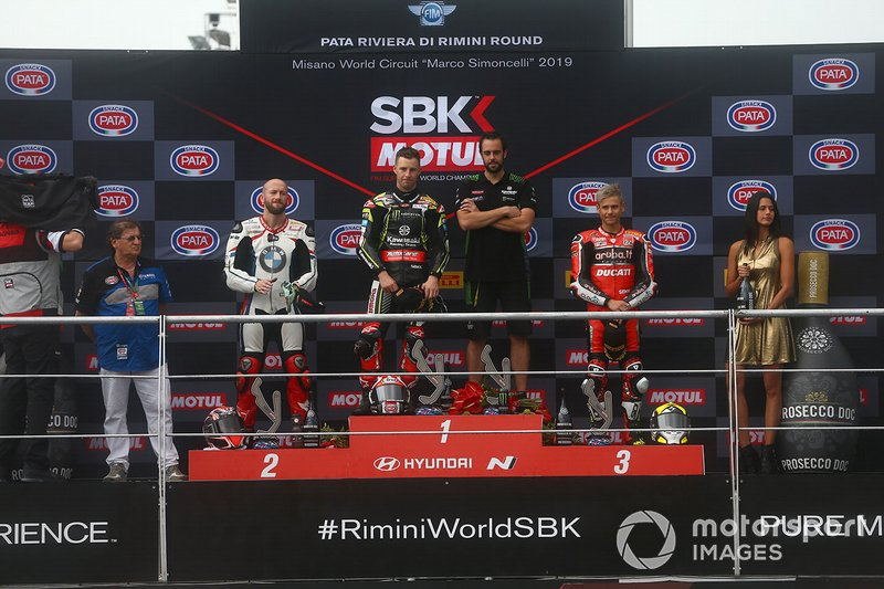 Podio: Jonathan Rea, ganador de la carrera 1, Kawasaki Racing Team, segundo lugar Tom Sykes, BMW Motorrad WorldSBK Team, tercer lugar Alvaro Bautista, Aruba.it Racing-Ducati Team