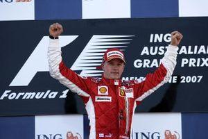 Podium : le vainqueur Kimi Raikkonen, Ferrari