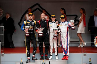 Luca Ghiotto, UNI Virtuosi Racing, Race winner Nyck De Vries, ART Grand Prix and Nobuharu Matsushita, Carlin on the podium with the trophy