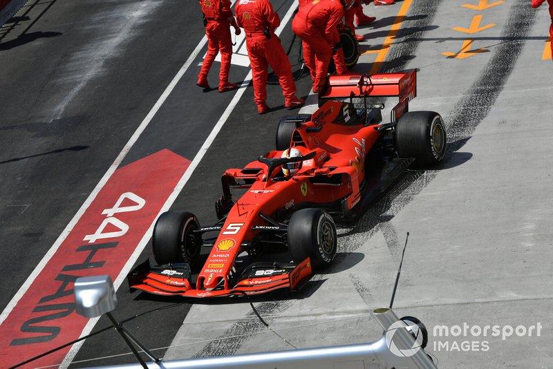 Sebastian Vettel, Ferrari SF90, sale tras una parada