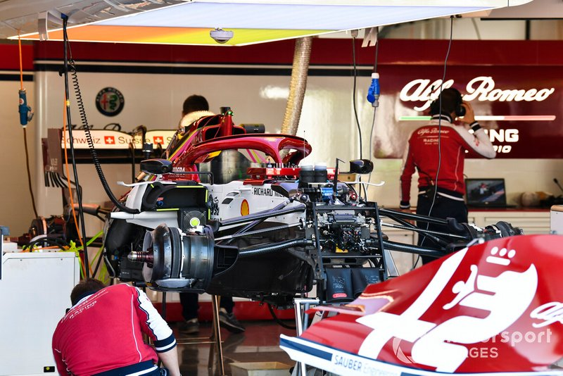 Une suspension avant de l'Alfa Romeo Racing C38