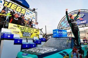 Ganador Johnny Sauter, ThorSport Racing, Ford F-150 Tenda Heal