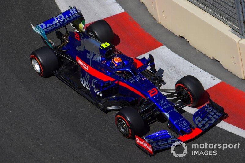 11: Alexander Albon, Toro Rosso STR14, 1'42.494