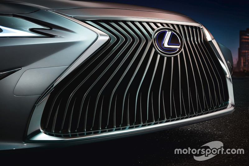 Gril depan Lexus ES Generasi Ketujuh