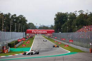 Charles Leclerc, Alfa Romeo Sauber C37, Stoffel Vandoorne, McLaren MCL33