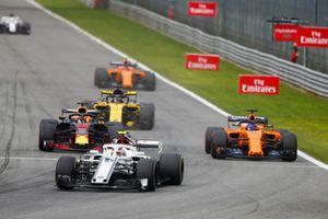 Charles Leclerc, Alfa Romeo Sauber C37,leads Daniel Ricciardo, Red Bull Racing RB14 Tag Heuer, Fernando Alonso, McLaren MCL33, Nico Hulkenberg, Renault Sport F1 Team R.S. 18, and Stoffel Vandoorne, McLaren MCL33