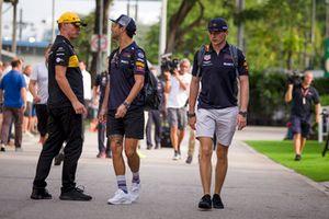 Nico Hulkenberg, Renault Sport F1 Team, Daniel Ricciardo, Red Bull Racing and Max Verstappen, Red Bull Racing