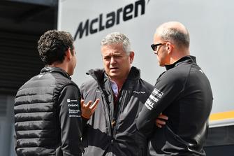 Gil De Ferran, McLaren and Simon Roberts, McLaren