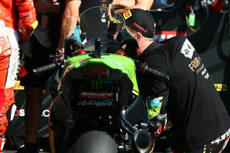 Jonathan Rea, Kawasaki Racing besa su moto