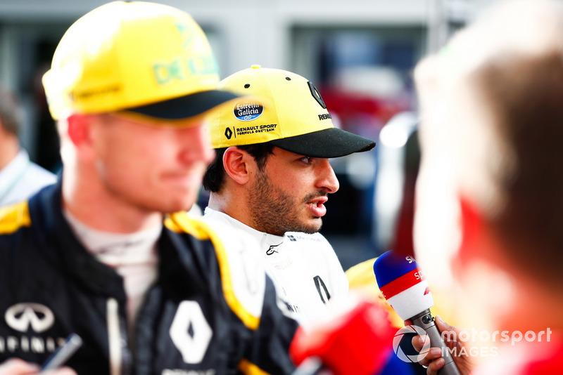 Nico Hulkenberg, Renault Sport F1 Team, et Carlos Sainz Jr., Renault Sport F1 Team