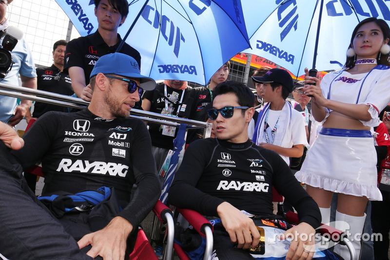 山本尚貴とジェンソン・バトン(#100 RAYBRIG NSX-GT)