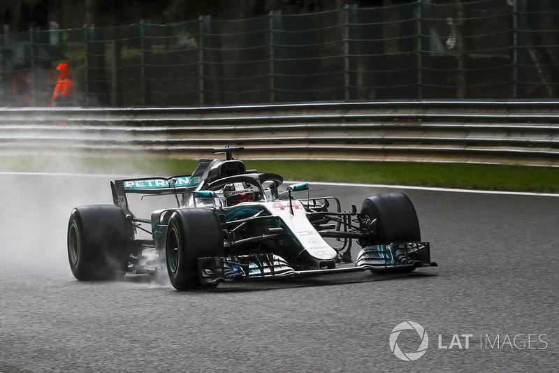 Hamilton pole pozisyonunu alıyor