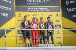 Podium: Race winner Max Fewtrell, R-Ace GP, second place Oscar Piastri, Arden, Yifei Ye, Josef Kaufmann Racing
