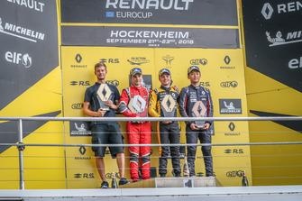 Podio: il vincitore della gara Max Fewtrell, R-Ace GP, il secondo classificato Oscar Piastri, Arden, il terzo classificato Yifei Ye, Josef Kaufmann Racing