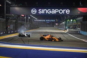 Stoffel Vandoorne, McLaren MCL33 ve Lance Stroll, Williams FW41