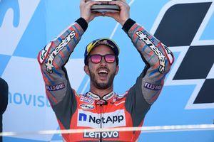 Podio: segundo puesto Andrea Dovizioso, equipo Ducati
