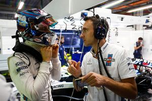 Sergey Sirotkin, Williams Racing, parla con un ingegnere