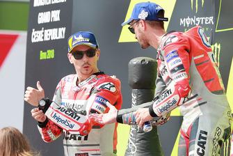 Podio: il vincitore della gara Andrea Dovizioso, Ducati Team, il secondo classificato Jorge Lorenzo, Ducati Team