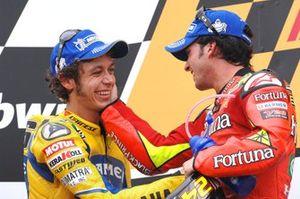 Valentino Rossi, Camel Yamaha Team con el ganador Toni Elías, Fortuna Honda