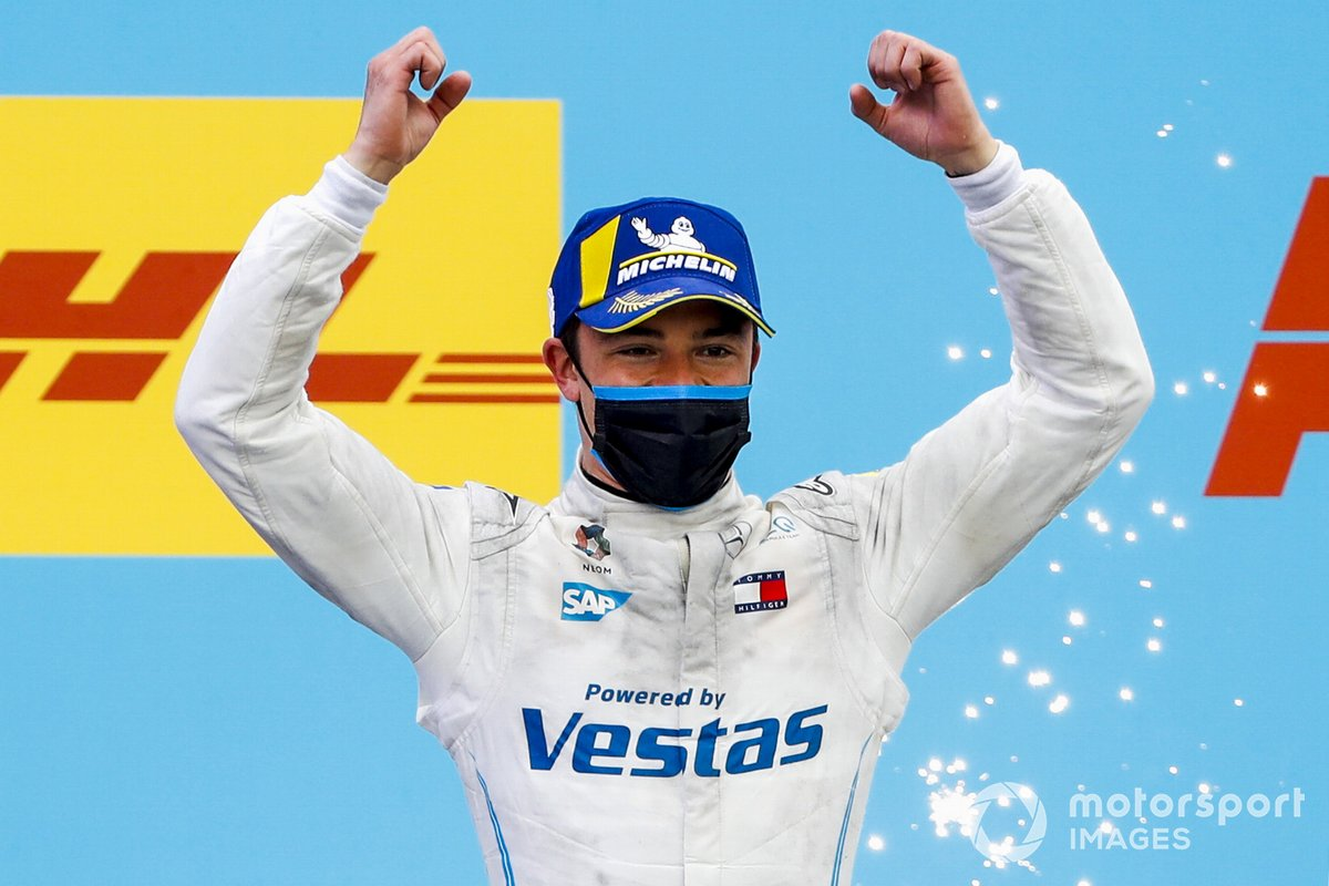 Podio: ganador Race Winner Nyck de Vries, Mercedes-Benz EQ, EQ Silver Arrow 02 celebra