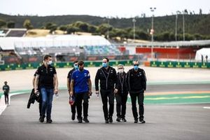 Даниил Квят, резервный пилот Alpine F1, Фернандо Алонсо, Alpine F1, прогулка по трассе
