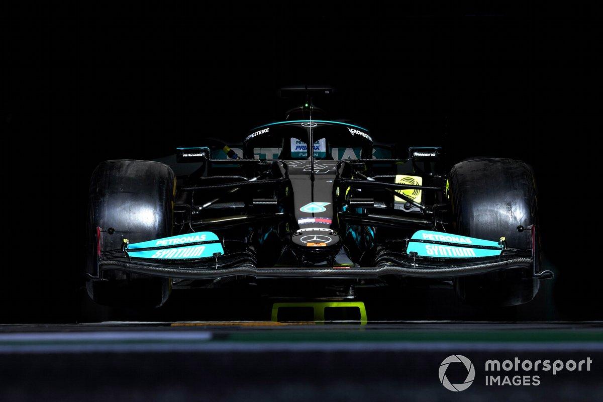 Auto di Lewis Hamilton, Mercedes W12, in garage