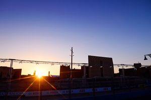 Sonnenuntergang am Riyadh Street Circuit in Riad