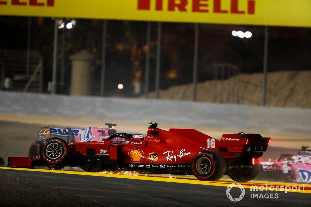 Charles Leclerc, Ferrari SF1000 con la sospensione anteriore rotta, dopo l'incidente al primo giro
