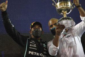 Lewis Hamilton, Mercedes, 1st position, celebrates with his team