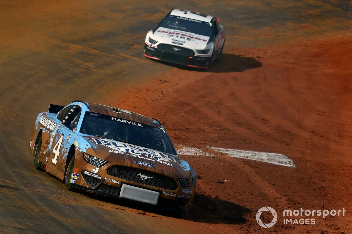 Kevin Harvick, Stewart-Haas Racing, Ford Mustang Busch Light and Brad Keselowski, Team Penske, Ford Mustang Discount Tire