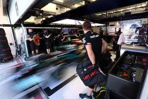 Le garage Mercedes F1