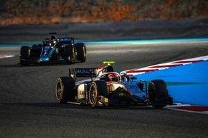 Luca Ghiotto, Hitech Grand Prix, leads Sean Galael, Dams