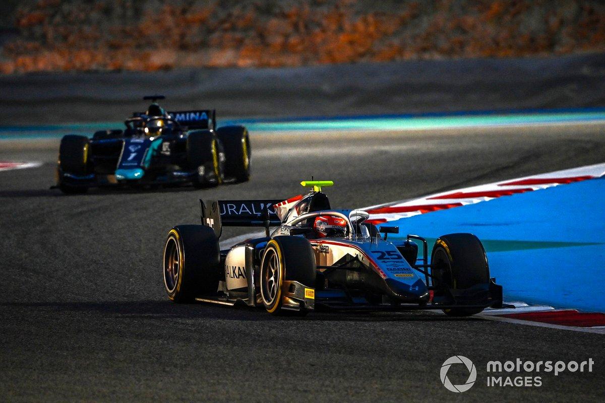 Luca Ghiotto, Hitech Grand Prix, precede Sean Galael, Dams