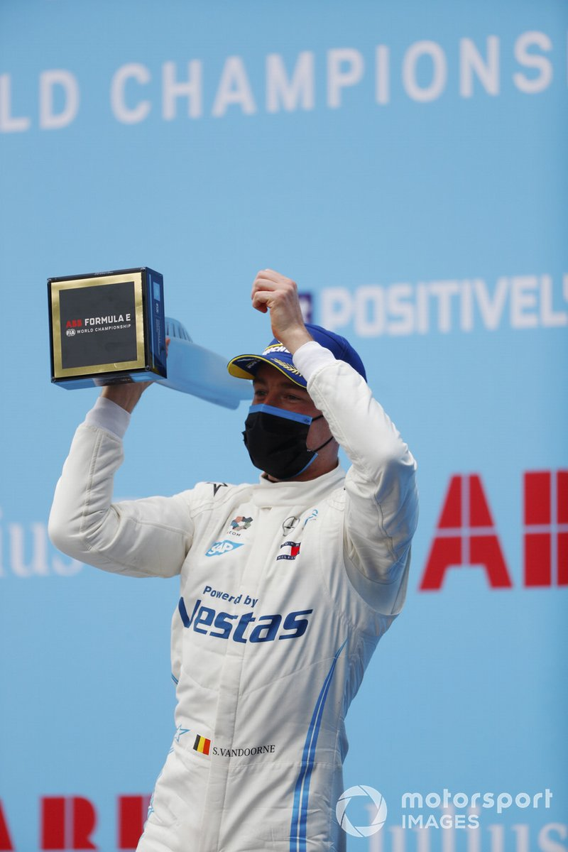 Stoffel Vandoorne, Mercedes-Benz EQ, celebra la victoria en el podio