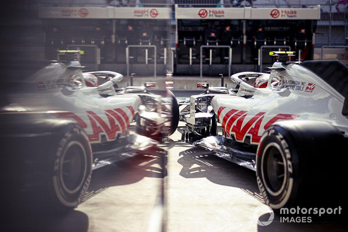 Kevin Magnussen, Haas VF-20, lascia il garage