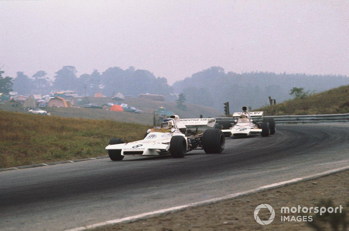 Carlos Reutemann, Brabham BT37 Ford, precede Denny Hulme, McLaren M19C Ford
